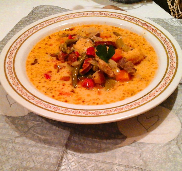 Egy klasszikus, az egyik legnépszerűbb erdélyi étel. Leves rajongóknak kötelező! Az erdélyi román konyha egyik emblematikus étele a csorba, azaz...