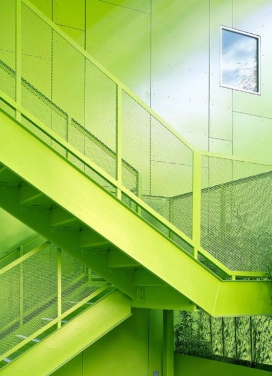 habitat-825-modern-green-house-design-stairs-9
