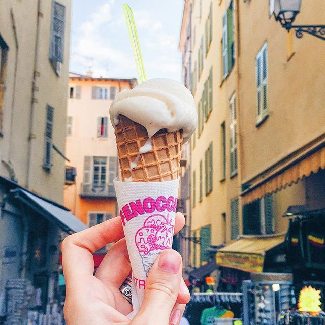 Really wanted to try this ice-cream as they said it's famous (saw it in a travel show once). Glacier Fenocchio -The Fenocchio Ice-Cream Parlour opened in 1966 on Place Rossetti in Nice's old town. They've got a crazy collection of 94 flavours, 59 ices-cream and 35 sorbets. Me being lactose intolerant in the land of cheese, went for the Bailey's one, one scoop (couldn't eat more). #🍦 You can also try beer flavoured ice-cream, thyme, tomatoes and other flavours among the traditional ones