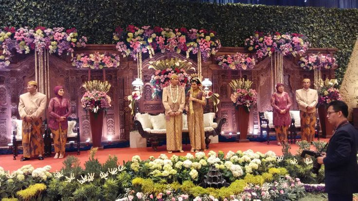 Traditional wedding decoration by agung decoration
