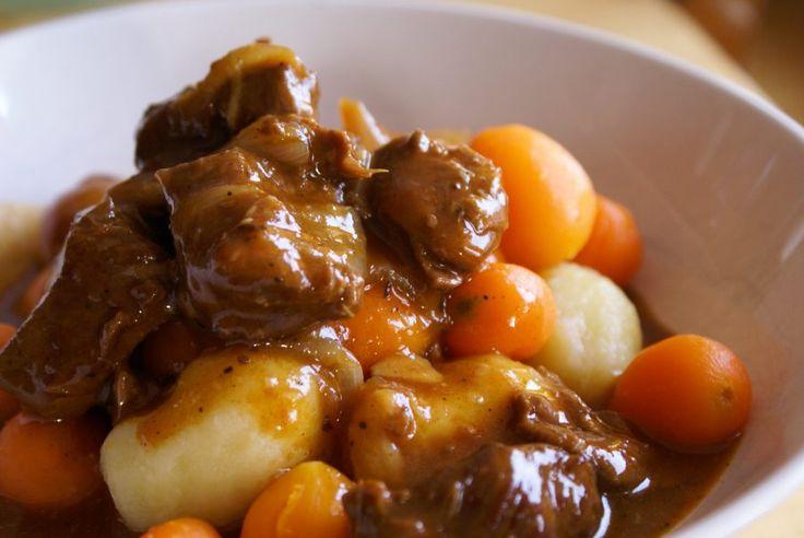 Avec l'hiver qui frappe à nos portes, rien de mieux qu'un bon petit plat :) Note : Cette recette peut se faire avec du bœuf, juste le temps de cuisson chan