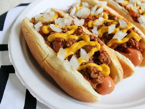 detroit-style coney island hot dogs—really nice picture of a hard-to-photograph food.