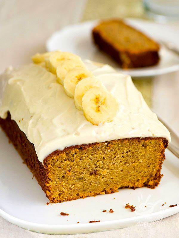 Il Plumcake con glassa di banana, a base di genuini ingredienti naturali, mette tutti d'accordo. Per arricchire la colazione con un dolce profumatissimo! #plumcakeallabanana