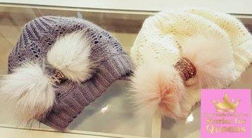 Γυναικεία σκουφάκια στολισμένα με γούνες και λούρεξ  http://handmadecollectionqueens.com/Σκουφακια-με-γουνα-και-λουρεξ  #handmade #fashion #beanies #women #storiesforqueens #accessories