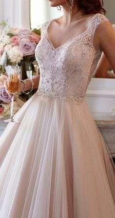 Vestidos de novia 2015: Trajes con escote en uve - Moda nupcial 2015, vestido con escote en V redondo