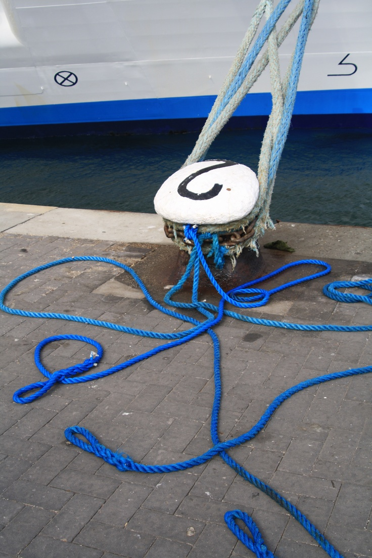A blue rope!
