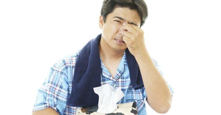 Remedios caseros para la congestión nasal y de oídos. La congestión nasal y de oídos puede hacer que tu vida sea un poco miserable mientras dura la condición. Los oídos congestionados hacen que sea difícil (incluso imposible) escuchar conversaciones; probablemente escuchas estallidos o crujidos; e incluso puede ser que haya un pequeño dolor. La congestión nasal hace que sea difícil respirar y dormir, ...