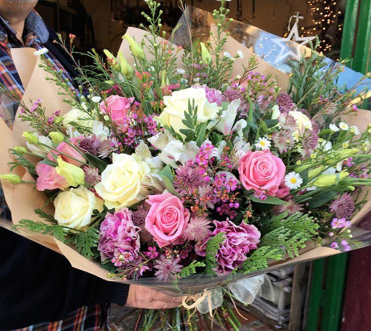 #flowers #bouquet #freshflowers #sitges #flowershop #flowerarrangement #wildflowers