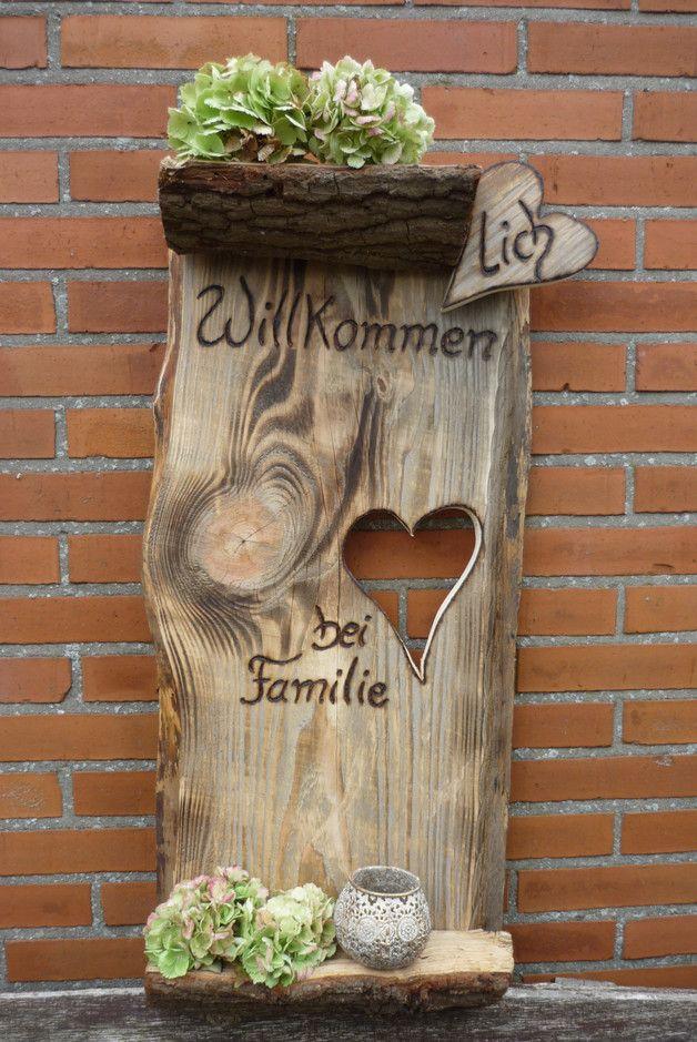 *Herzlich Willkommen bei Familie...*   Ein sehr großes, rustikales Türschild für die Wand.  Das Schild hat eine Größe von : 87 x 37 cm und eine Tiefe von 2,5 cm  Den Familien-Namen schreibe...