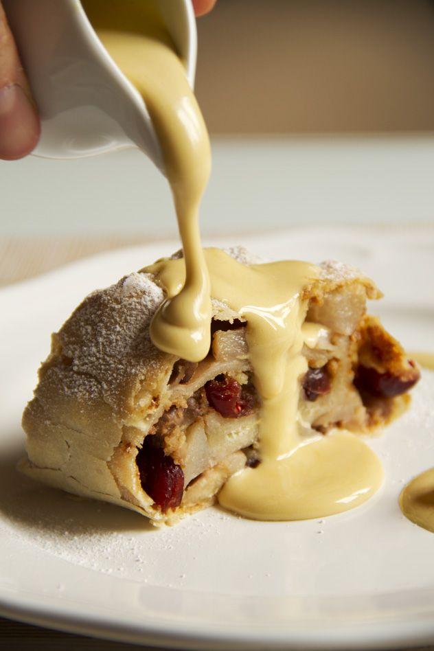 Strudel alla bresciana con zabaione al porto Italian strudel with zabaione cream