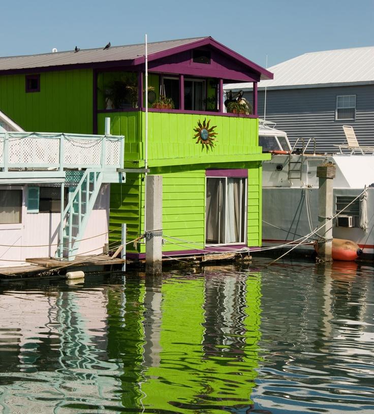 93 best floating homes images on pinterest floating homes houseboats and floating house. Black Bedroom Furniture Sets. Home Design Ideas