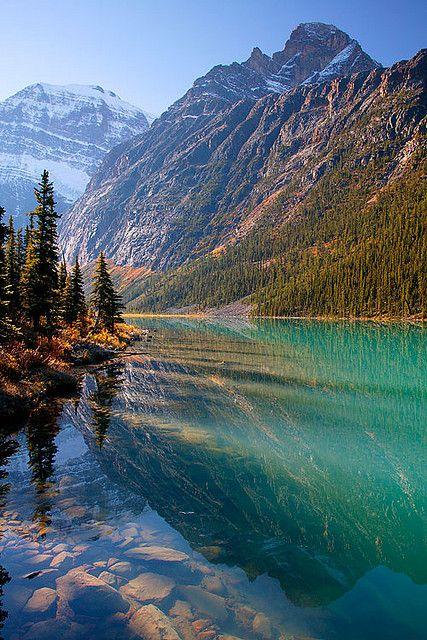 Parque Nacional Jasper, província de Alberta, Montanhas Rochosas Canadenses. O parque foi fundado em 1907 como uma reserva federal, e, em 1984 o parque foi declarado Patrimônio Mundial pela UNESCO.