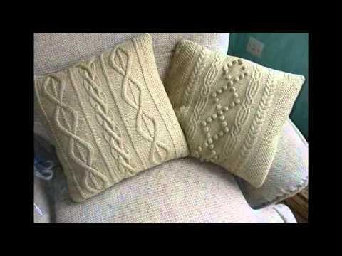 Очень милые подушки вязаные спицами !