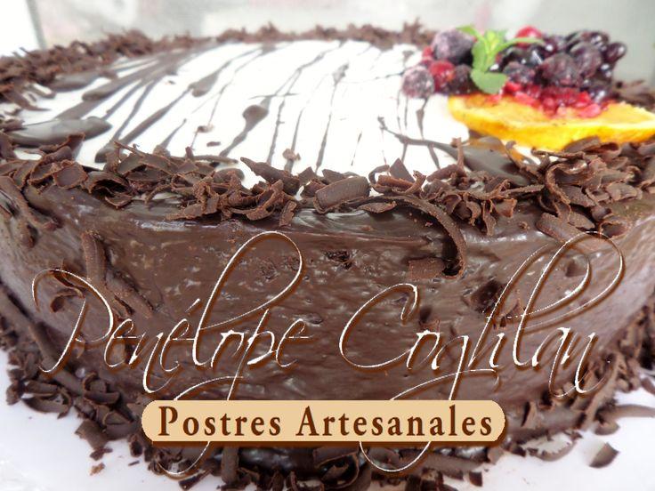 Selva Patagónica: Crema chantilly con frutos rojos, crema de chocolate con naranjas, rulos de chocolate... una locura!