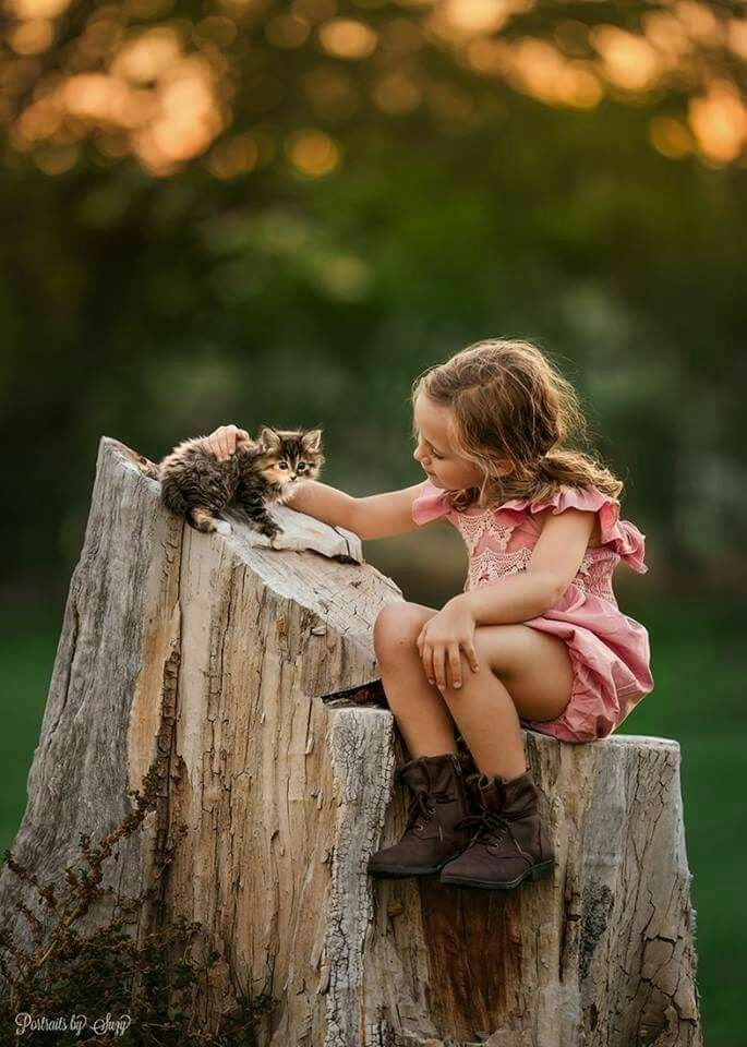 A little girl with her kitty