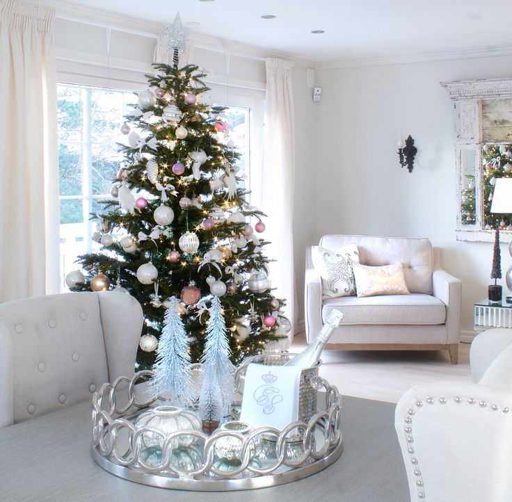 I´ve started decorating my house for Christmas 2016.... with a touch of pink  Instagram @elinmekraft , for more pictures
