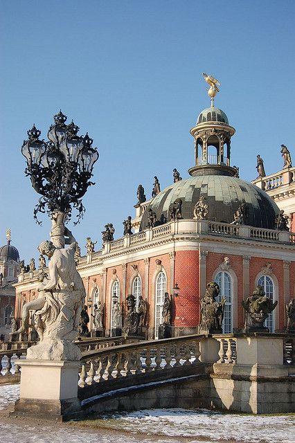 Potsdam, Brandenburg, Allemagne. Jetez un coup d'oeil au lampadaire, les détails qu'ils lui ont mit! Imaginez nos rues éclairés par de tels oeuvres...
