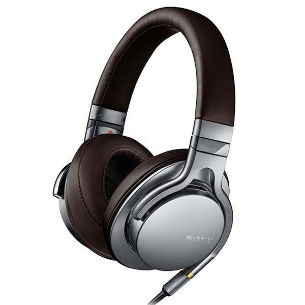 000 Il modello MDR-1A della Sony è una tipologia di cuffia che rientra nella categoria delle over-ear, cioè che coprono tutta la superficie delle orecchie. Sono l'ideale sia in casa, ma anche se portate all'esterno, grazie al loro peso non eccessivo. L'unico caso in cui non ne è consigliato l'uso è durante l'esercizio fisico, poiché …