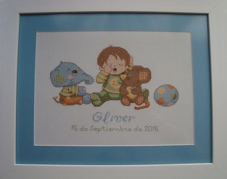 Cuadro de recuerdo de nacimiento realizado en punto de cruz, por Charo