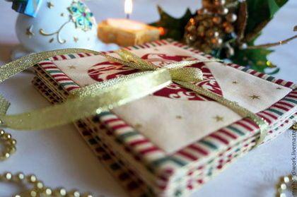 Купить или заказать Салфетки 'Рождественские пожелания' в интернет-магазине на Ярмарке Мастеров. Внимание! В наличии 2 комплекта чернильного цвета! 'Рождественские пожелания' - комплект праздничных салфеток. Их можно использовать в качестве подставок для чашек с горячим глинтвейном или же просто украсить ими интерьер. Так сказочная и таинственная атмосфера Нового Года и Рождества распространится на все, что нас окружает в эти чудесные дни!)) Салфетки сшиты из высококачественно...