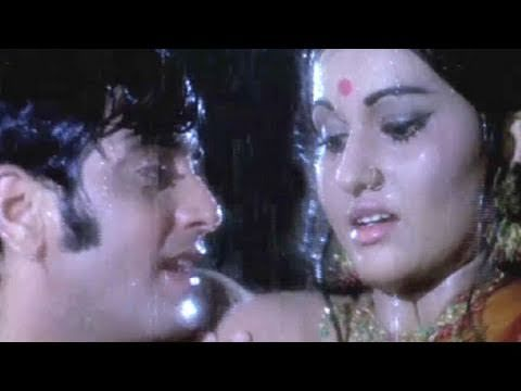 Missing out the pleasure & fun of getting wet in rain? So here is a song of #Jeetendra & #ReenaRoy from #JaiseKoTaisa where you can have fun.