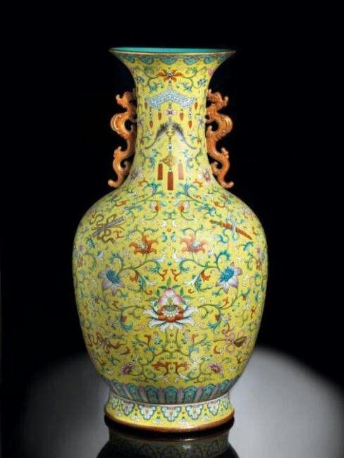 Antico vaso cinese venduto all'asta per più di 7 milioni di €!
