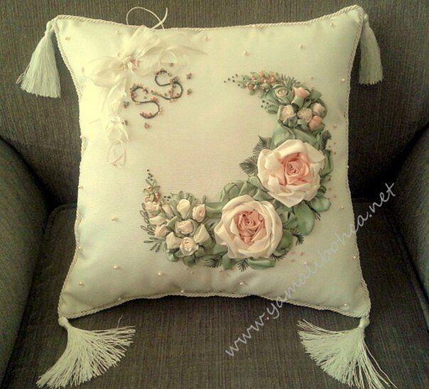 Подушка с вышивкой лентами
