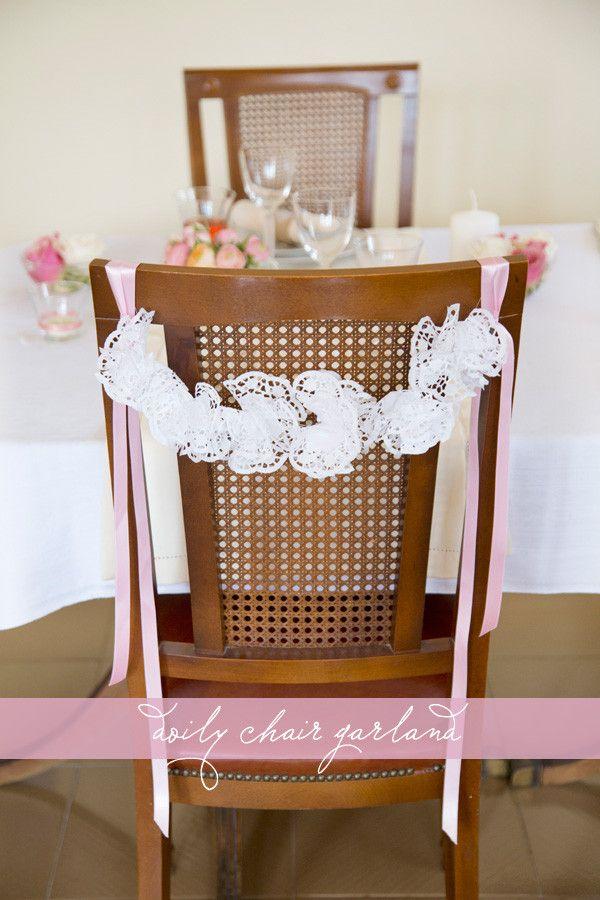 http://www.bodas.net/articulos/guirnaldas-de-flores-con-blondas-de-papel--c2278