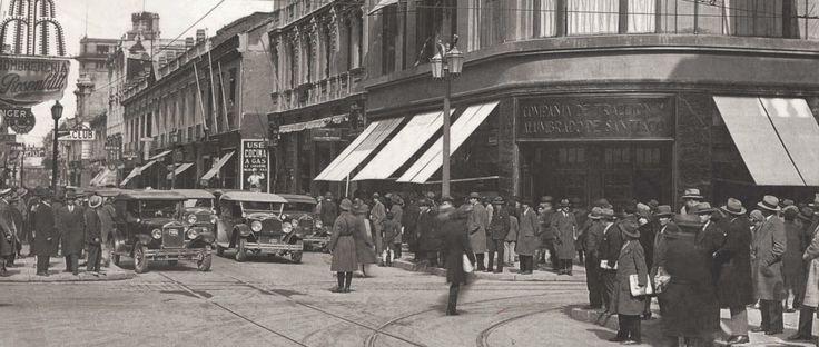 La multitud diaria en la esquina de Ahumada y Compañía. Archivo Fotográfico de Chilectra.