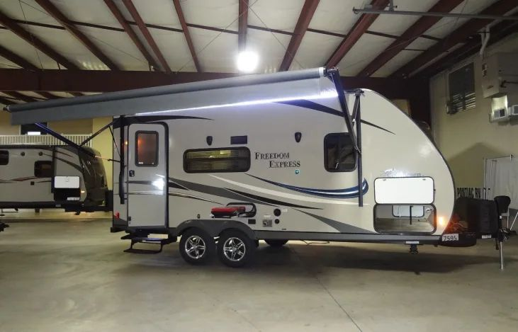 Great family rv 12 ton or suv towable 19ft rv rental