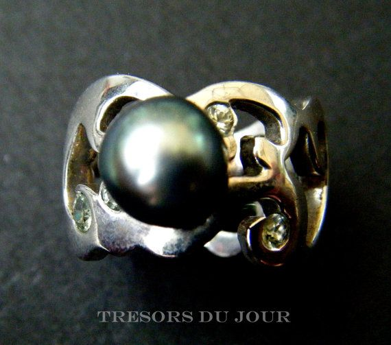 Unique TAHITIAN PEARL STATEMENT RING in sculpted Arabesque band with green sapphires by TresorsDuJour on Etsy #TahitianPearlRing #UniquePearlRing