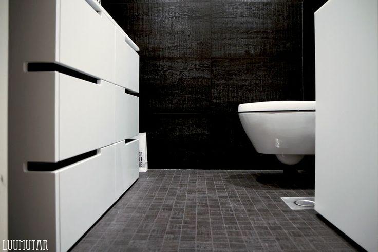 Luumutar: Pikakurkistus: Yläkerran wc