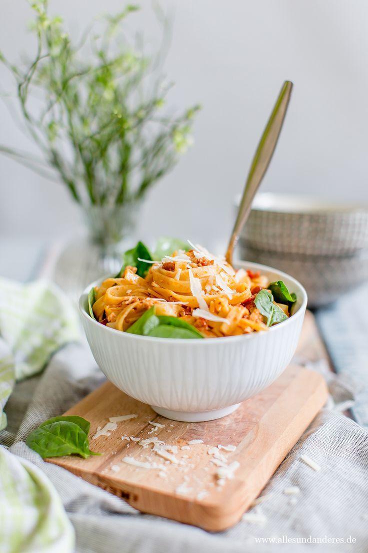 Pasta mit Lachs, getrockneten Tomaten und frischen Blattspinat, Rezept aus Neuseeland | Alles und Anderes