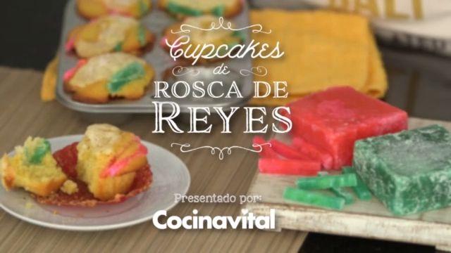 Esconde un muñeco en estos cupcakes y con varios de ellos forma una rosca. ¡Sorprende a todos con esta original idea! Mexican Jello Recipe, Jello Recipes, Dessert Recipes, Desserts, My Dessert, Cupcakes, Food Videos, Favors, Bakery