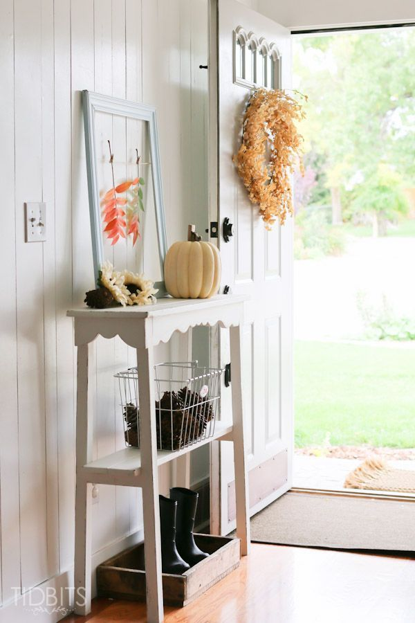 Be inspired to bring in natures elements right into your Fall entry way decor.
