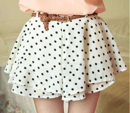 Falda blanca con lunares negros
