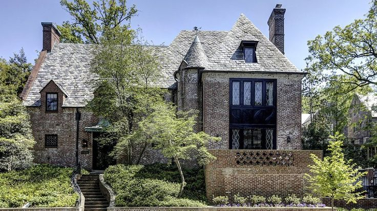 The Obamas' New Mansion Is Giving Us Major Home Envy: President Obama has decided to stay in DC after his presidency ends while Sasha finishes up high school.