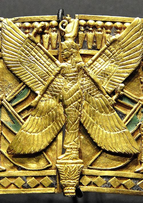 Dido of Carthage • amntenofre:   detail from the gold armlet of...