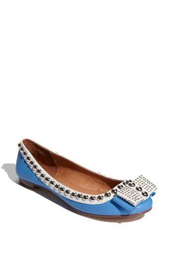 Detalle de lazo y tachuelas #ballerinas #flatshoes #showroom #palermostudio