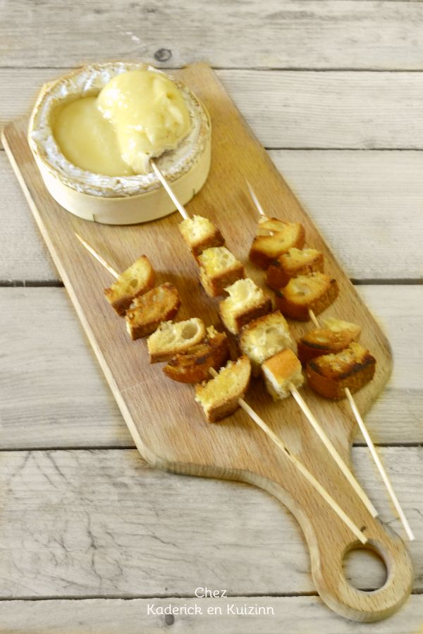 Dégustation camembert - Recette camembert plancha croutons chez Kaderick en Kuizinn