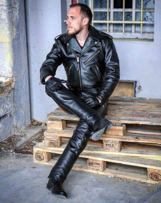 Men in Leather & Boots : Photo