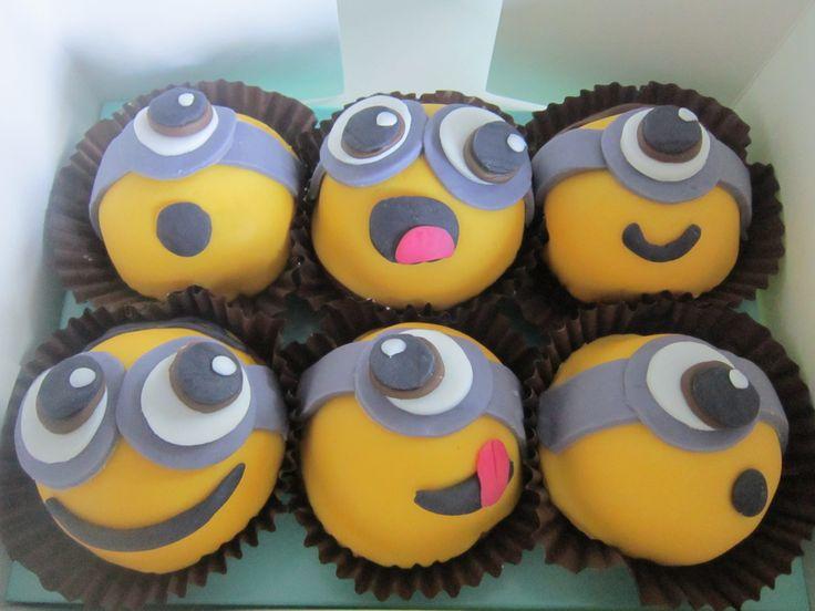 Minion cupcakes http://www.thesugarfloristscakeshop.co.uk/