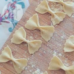 Massa caseira de sêmola sem ovo @ allrecipes.com.br - Essa é a receita italiana de massa de macarrão que não leva ovos e usa a farinha de sêmola ou semolina.
