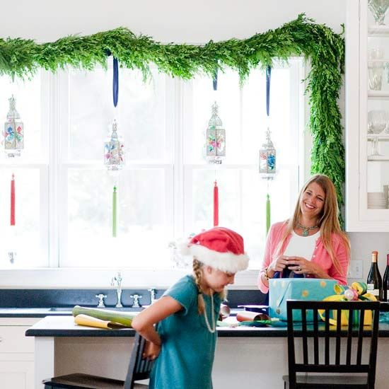 We're loving the look of this simple Kitchen Window Garland.