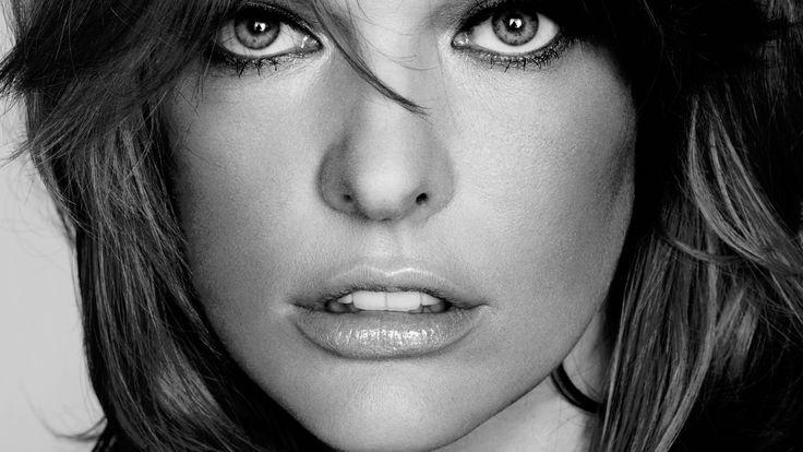 Скачать обои Milla Jovovich, девушка, Милла Йовович, актриса, лицо, модель, серый фон, раздел девушки в разрешении 2560x1440