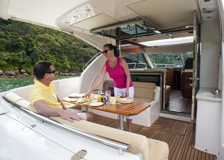 Riviera 4400 Sport Yacht Cockpit
