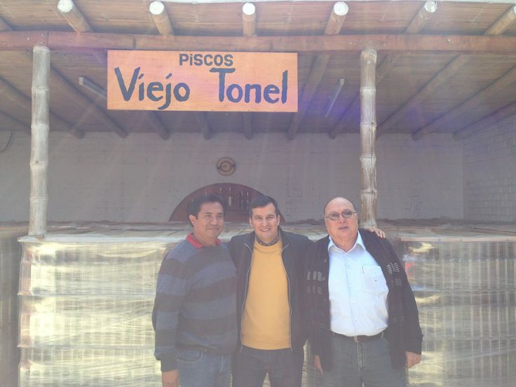 Martin with Wiliam and Lucho, the owners at Viejo Tonel