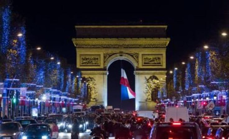 Croyez-vous vraiment qu'il n'y a aucune difficulté à réserver votre séjour féerique de fin d'année à Paris?  Vous avez raison : il n'y en a pas. En réservant en avance votre séjour dans le bel univers de Christian Lacroix, vous profitez de l'incroyable situation du Continent à deux pas du Louvre mais aussi d'une réduction jusqu'à -6% ! https://www.hotelcontinent.com/offres-exclusives #Noël #réveillon #escapade #Paris #boutiquehôtel #Continent #ChristianLacroix #Louvre #Tuileries #romantique…