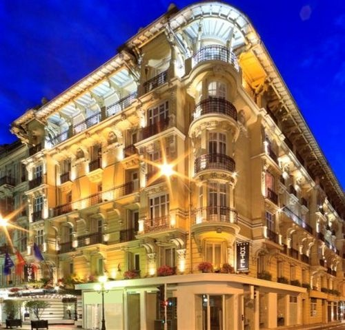 Massena Nice Hotel -The Hotel Massena is a boutique hotel in Nice's city center. This elegant French Riviera lodging option features a Belle Epoque facade and charming hand painted murals throughout its interiors. The hotel has a full service bar. 24-hour room service is available. For added convenience, this hotel offers free Internet access in the lobby, garage parking for 15 Euro/day, a 24-hour front desk, meeting space, laundry valet, and babysitting.