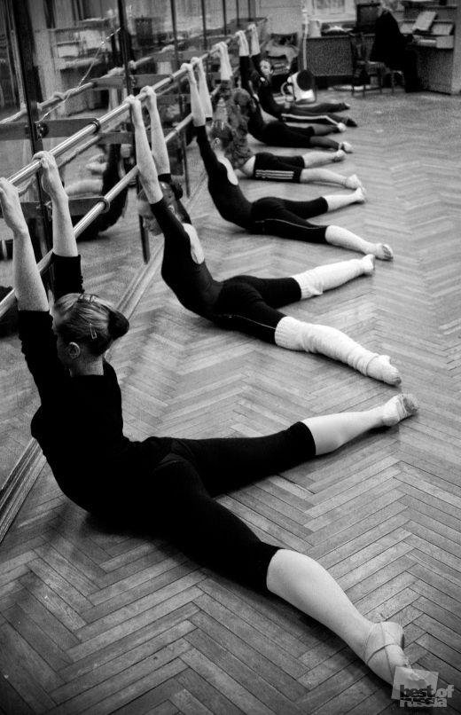прекрасный призрак реальная съемка тренировки балерины язык стал выделывать